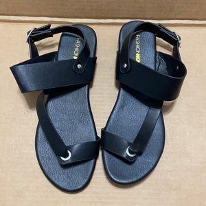 FASHION NOVA Sandals